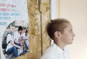 Руководство сосновоборской школы устроило травлю ученика из-за прически