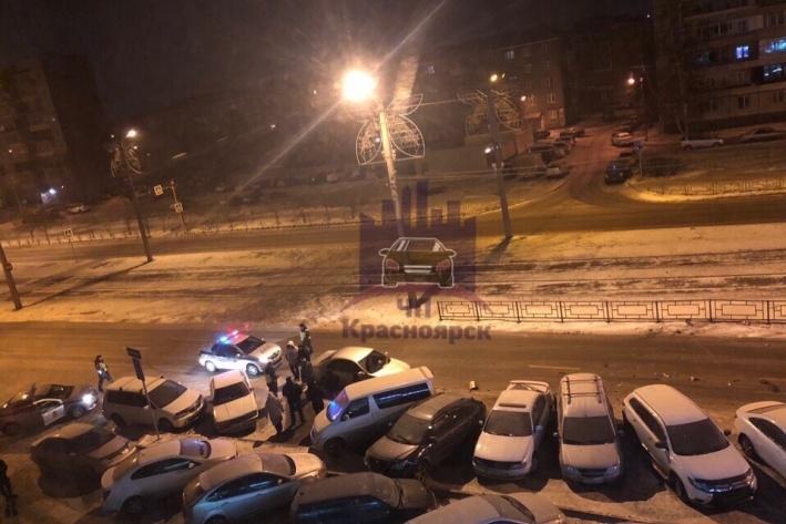 Пьяный водитель смял 6 машин на парковке в Красноярске
