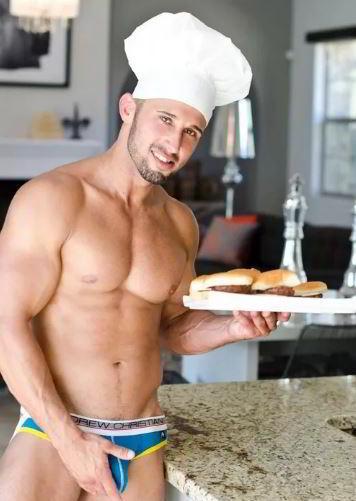 Фото эротических парней на кухне