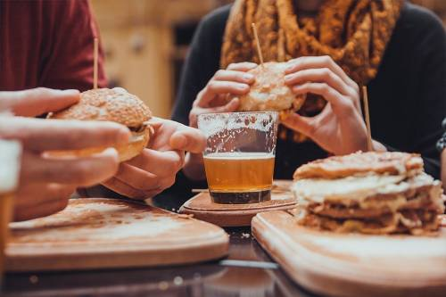 Врачи предупредили о страшных последствиях употребления жирной пищи