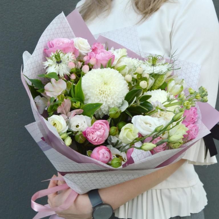 Цветы: универсальный презент, поскольку разнообразие видов позволяет отыскать вариант для любого человек