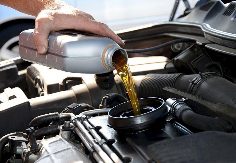 Замена масла в двигателе: одно из главных условий технического обслуживания агрегата